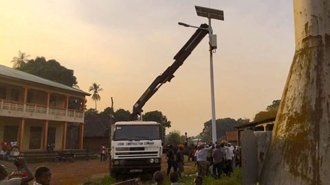 SIERRA LEONE: Senegalese Rapper Akon Aims to Light Streets with Solar Energy